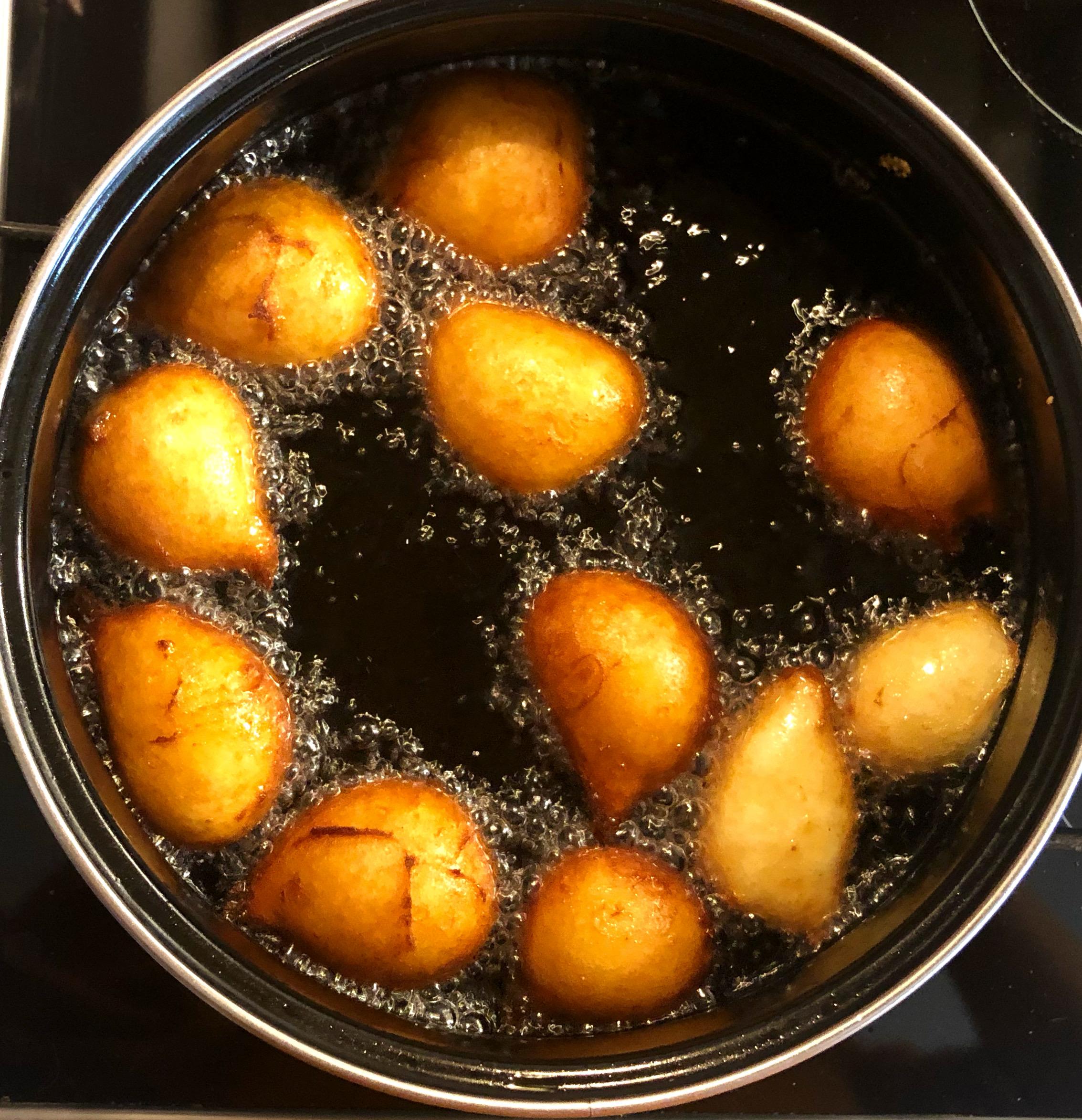 Quarkbällchen glutenfrei im Fritiertopf